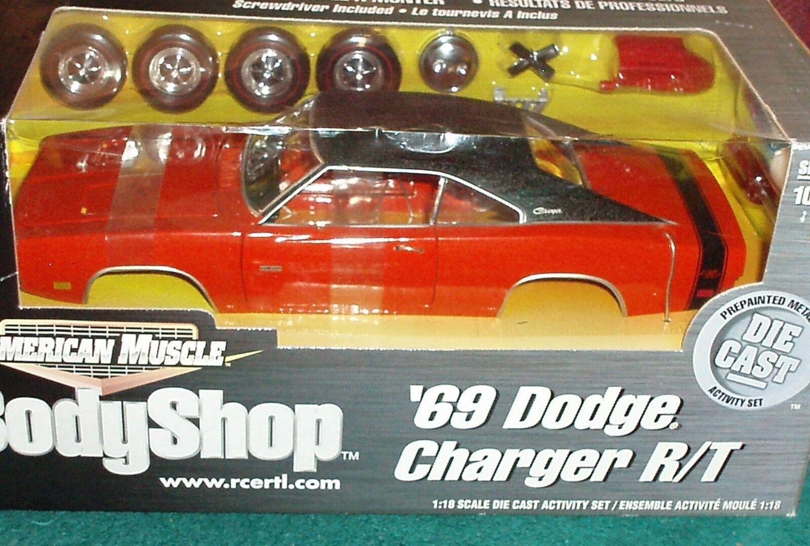 Ertl 1969 Dodge Cargador R t rosso nero  Body Shop  montaje Modelo Kit 1 18 muy difícil de encontrar