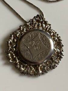 Stunning-Vintage-Fully-Hallmarked-Solid-Sterling-Silver-Locket-amp-Chain
