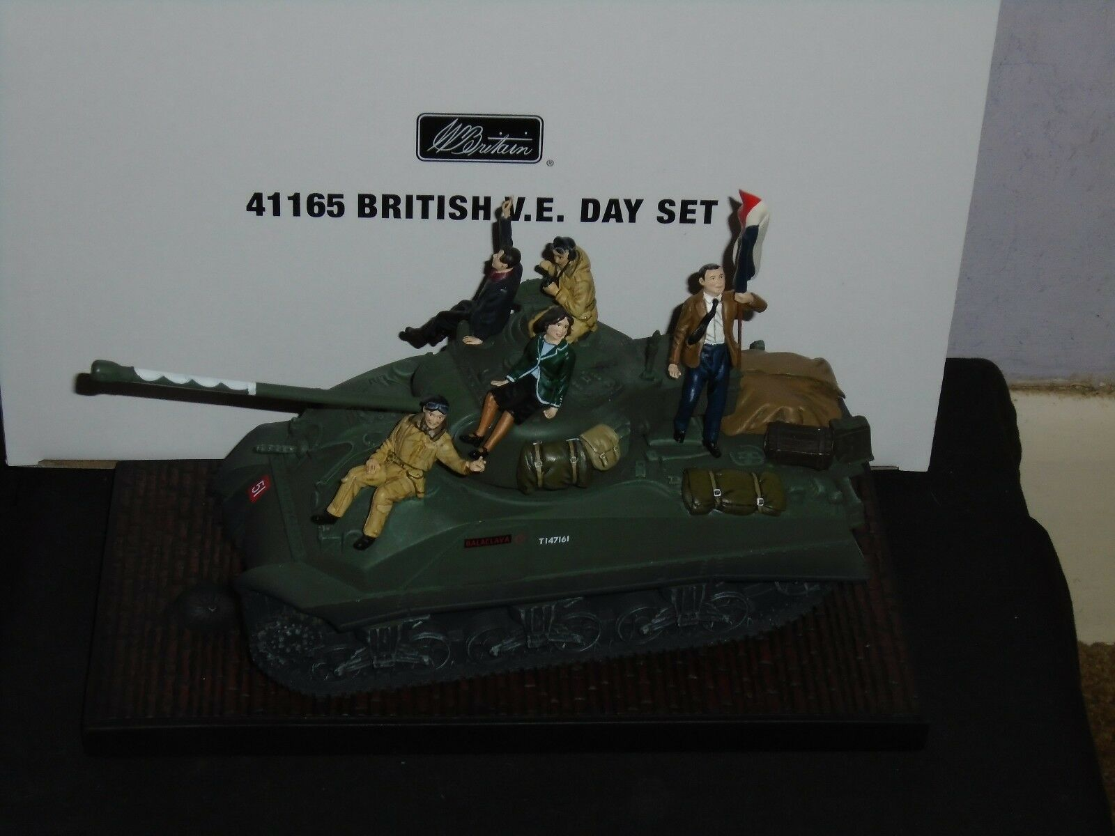 BRITAINS COLLECTORS CLUB WW2 SET NO.4165 NO.4165 NO.4165 BRITISH V.E. DAY SET,NEW,BOXED. ed7