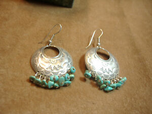 VINTAGE-NATIVE-AMERICAN-DESIGN-WITH-TURQUOISE-EARRINGS-STERLING-SILVER