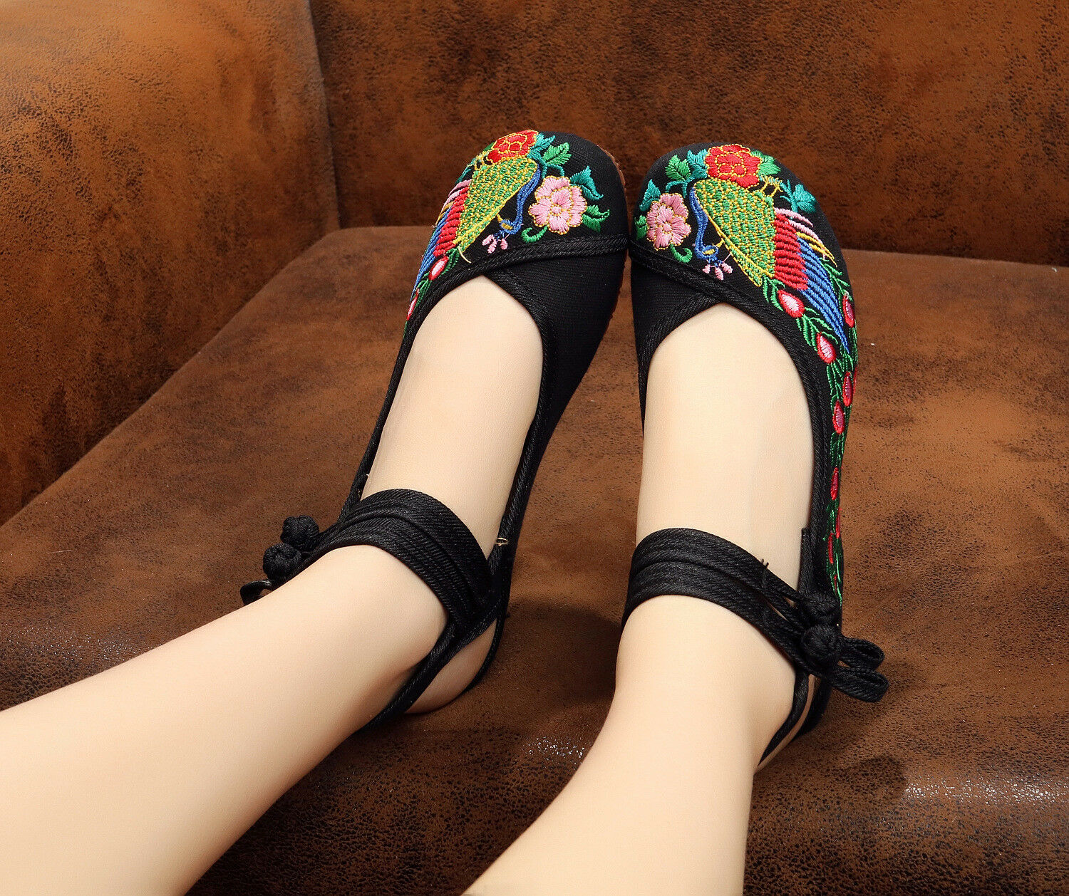 Lady Girls Chic Fashion Shoes Black Peacock Lao Beijing Embroidered Shoes Fashion Sandal c3c8e6