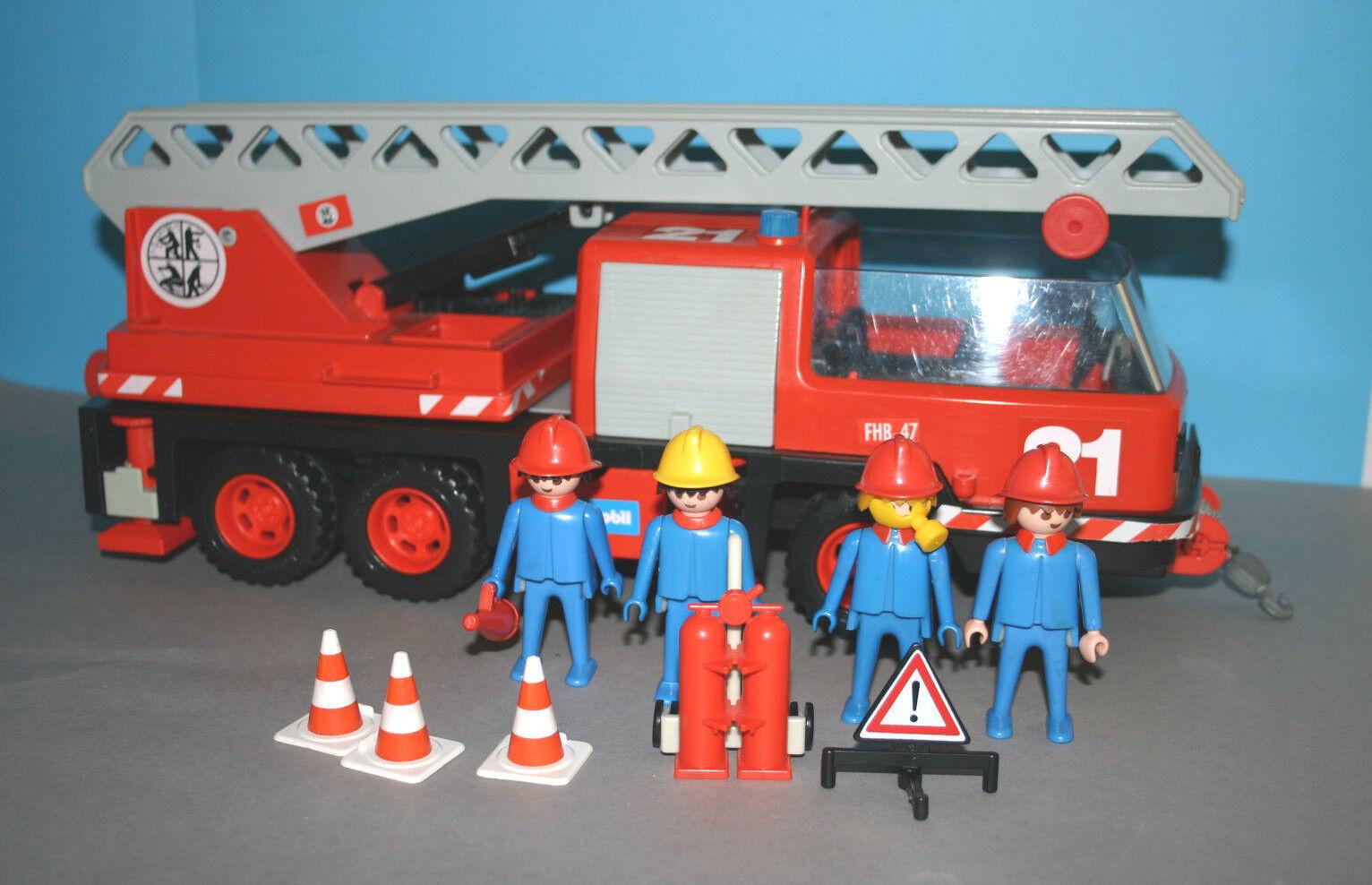 Feuerwehrleiterfahrzeug 37 Jahre alt      Klickizeit aus dem Jahr 1981