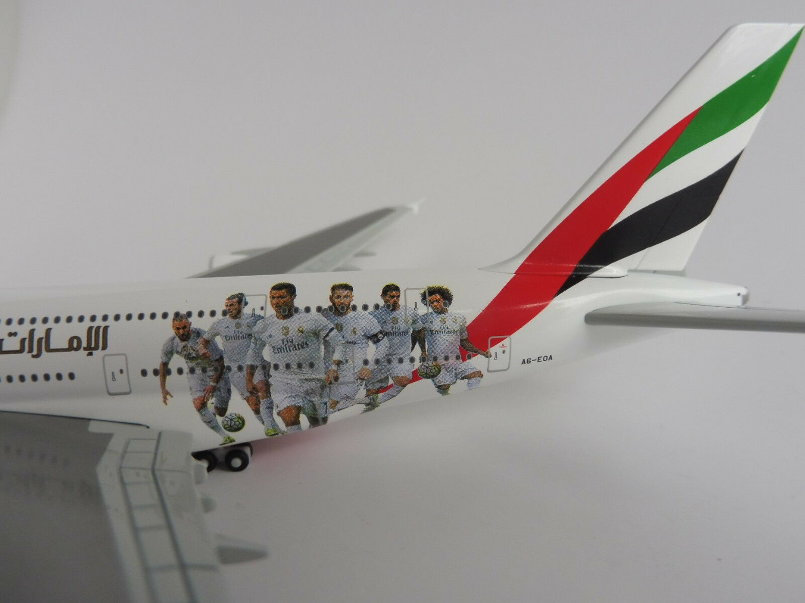 Emirates Airbus A380-800 Real Madrid 1 500 Herpa 529242 a 380 A380 A6-eoa