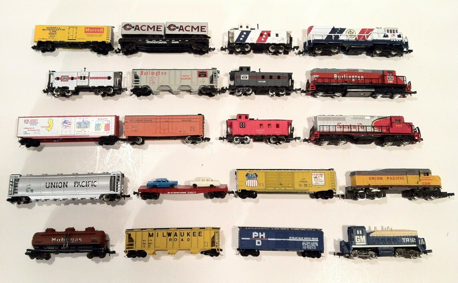 Lot Of 20 N Scale Gauge Locomotives Freight Cars Cabooses Burlington Seaboard GM