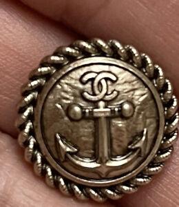 Lot De 10 Superbes Boutons   Chanel Métal  Dore Chaine D Encre 18 Diametre