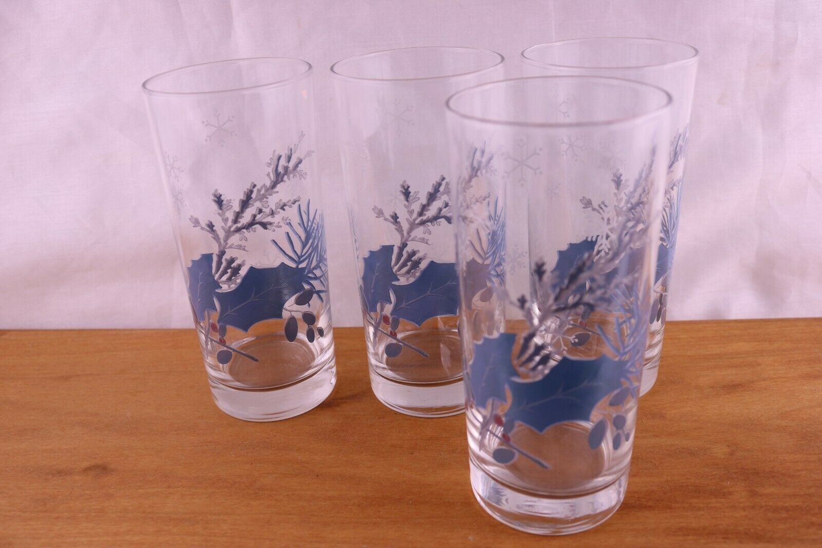 bluee White Snowflakes Glass 4 Coolers Glasses Tumblers Slate bluee Holly Leaves
