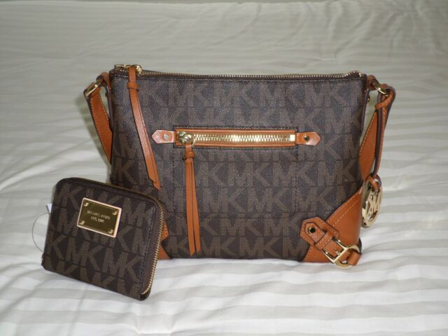 ebd8ed711fd23 NWT Michael Kors Medium FALLON Messenger Bag   Md ZA Wallet Set MK Sig Logo  PVC