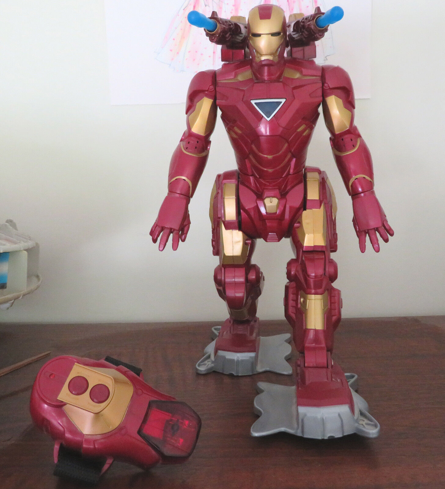 2009 Hasbro Marvel Iron Man Walking Talking Missiles Remote Robot  EXCELLENT