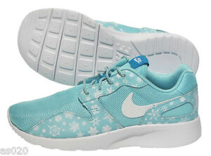 premium selection b0ad7 c6f13 Image is loading Nike-Kaishi-Snowflake-Print-GS-Roshe-Run-Style-