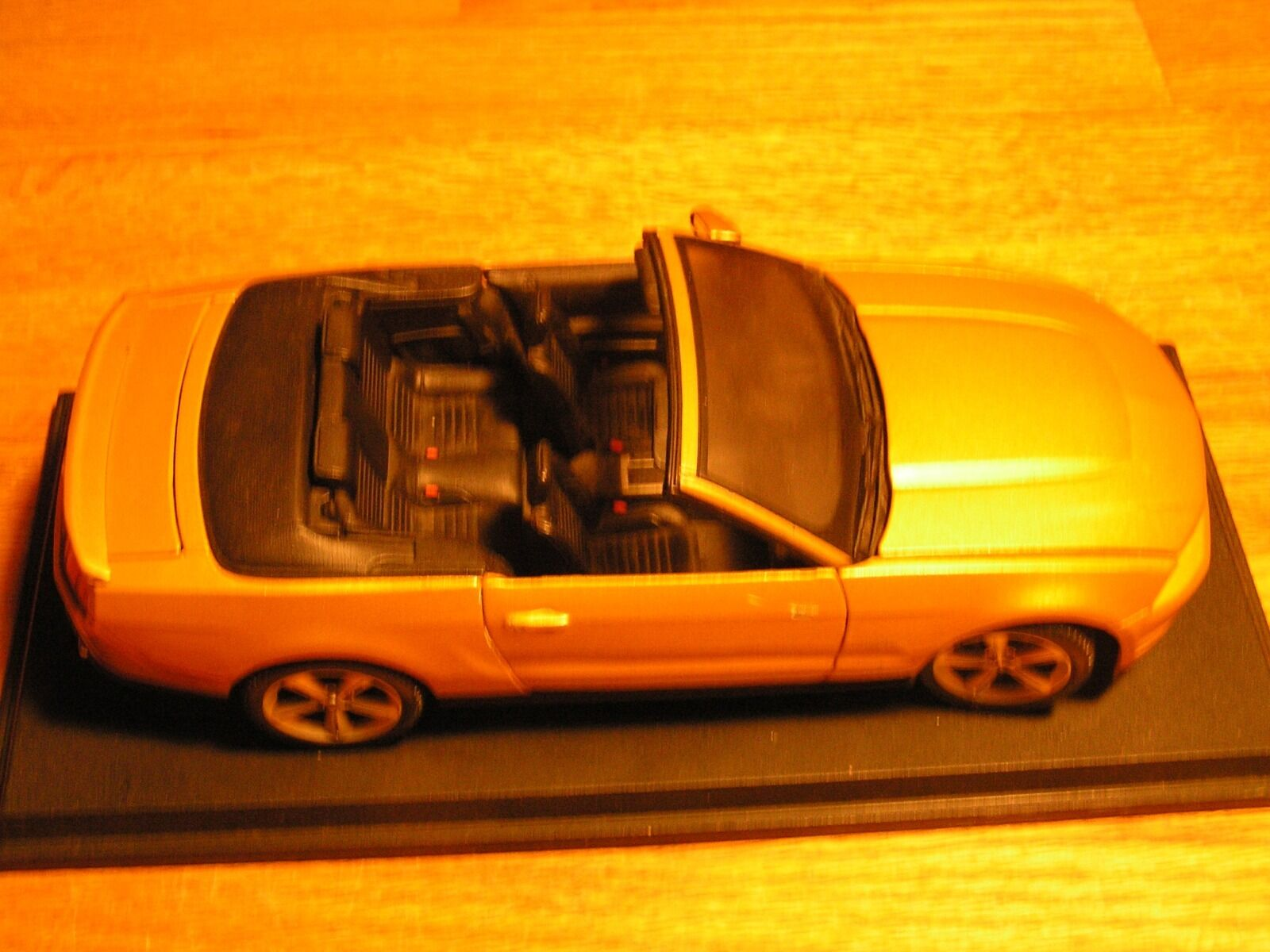 Ford Mustang GT 2010 2010 2010 Maisto Congreenible in gold-miniature model-Special Edition. 32ecd6