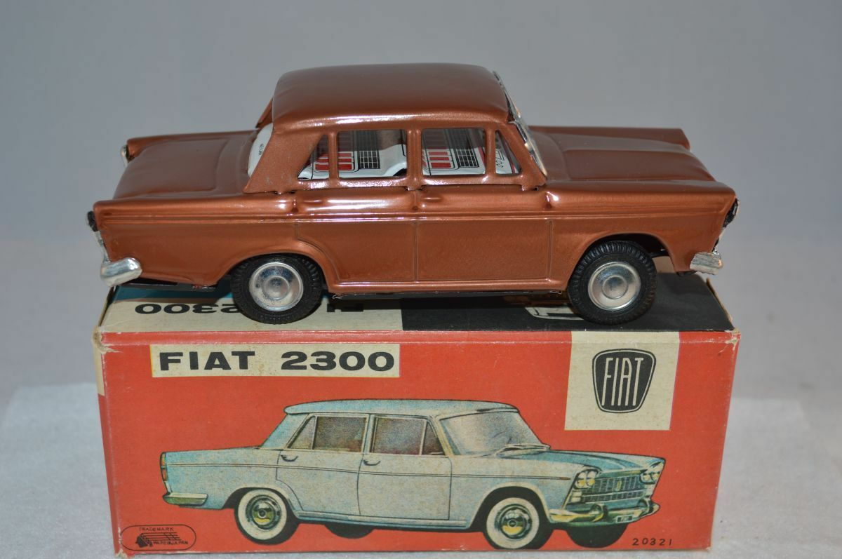 20321 Vintage Japan Fiat 2300 tinplate friction powered very near mint in box