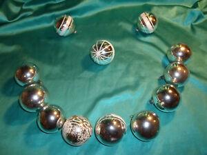 12-alte-Christbaumkugeln-Glas-silber-weiss-Weihnachtskugeln-mundgeblasen-Lauscha