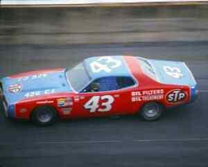 RICHARD-PETTY-43-STP-1973-DAYTONA-500-8X10-GLOSSY-PHOTO-SD17