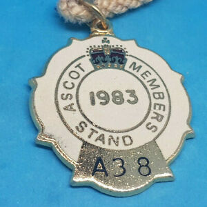 Ascot-Horse-Racing-Members-Badge-1983