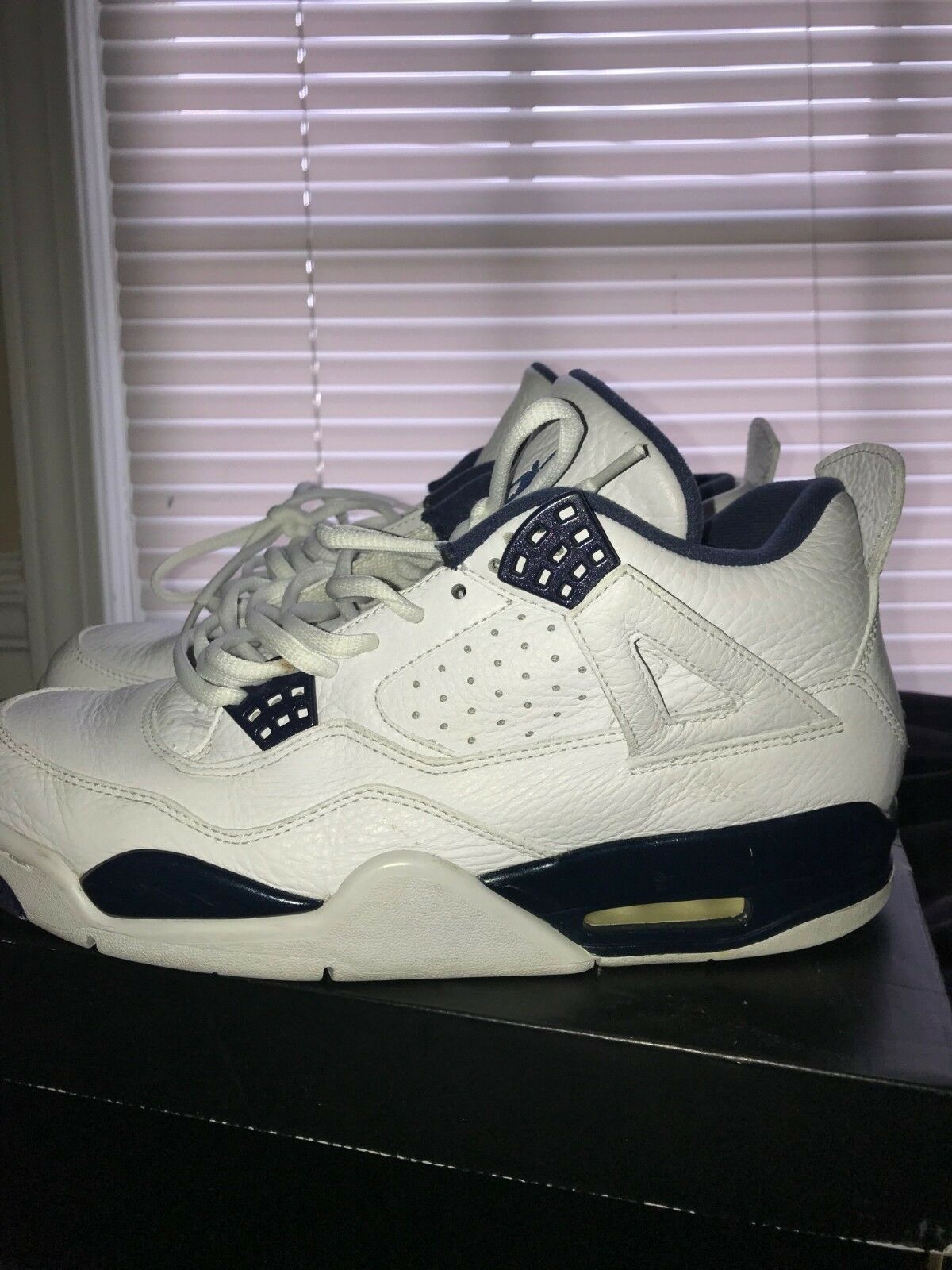 Air Jordan 4 Retro Columbia size 9.5 Special limited time