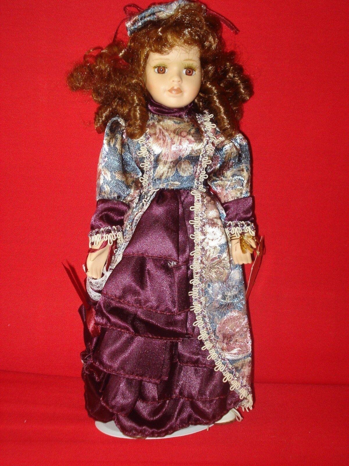 Colección de Broadway Estilo De Porcelana, Con Ropa Y Accesorios Para Muñecas En Caja