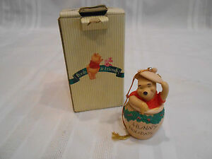 DISNEY-POOH-amp-FRIENDS-HUNNY-HOLIDAYS-HANDCRAFTED-PORCELAIN-CHRISTMAS-ORNAMENT