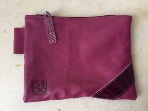 Pochette-Plate-cuir-stretch-framboise-incrustations-croco