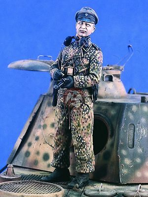 Resin Figure German Waffen-SS Tank Commander WWII Verlinden 120mm 2381 1//16