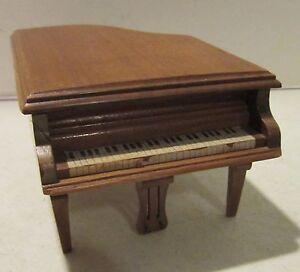 vintage walnut wood grand piano trinket music box plays east side west side gc ebay. Black Bedroom Furniture Sets. Home Design Ideas