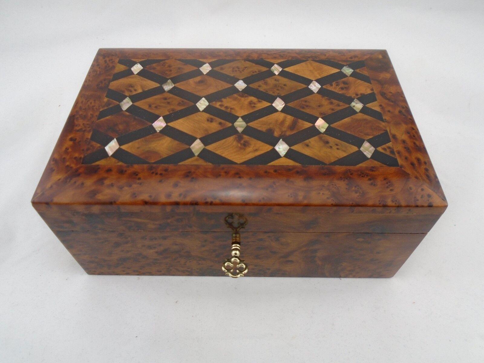Magia di Detenzione Thuja cassetta in legno con ornamento Perlmut Marocco  20x13x9,5cm