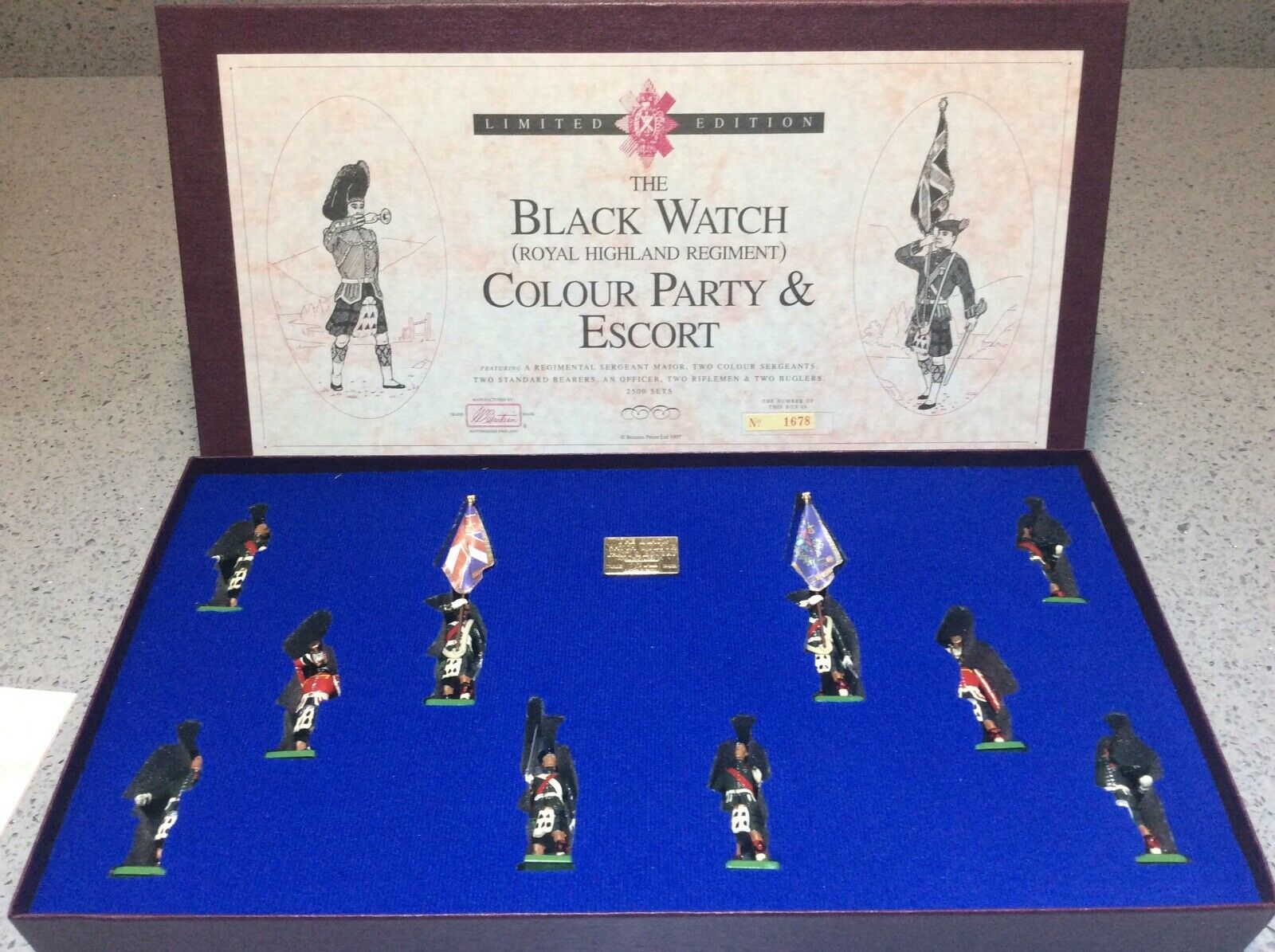 Britains 5297  THE BLACK WATCH (ROYAL HIGHLAND REGIMENT) COLOUR PARTY AND ESCORT
