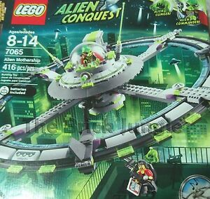 RARE-Lego-Alien-Mothership-7065-space-invasion-with-UFO-sound-brick-and-reporter