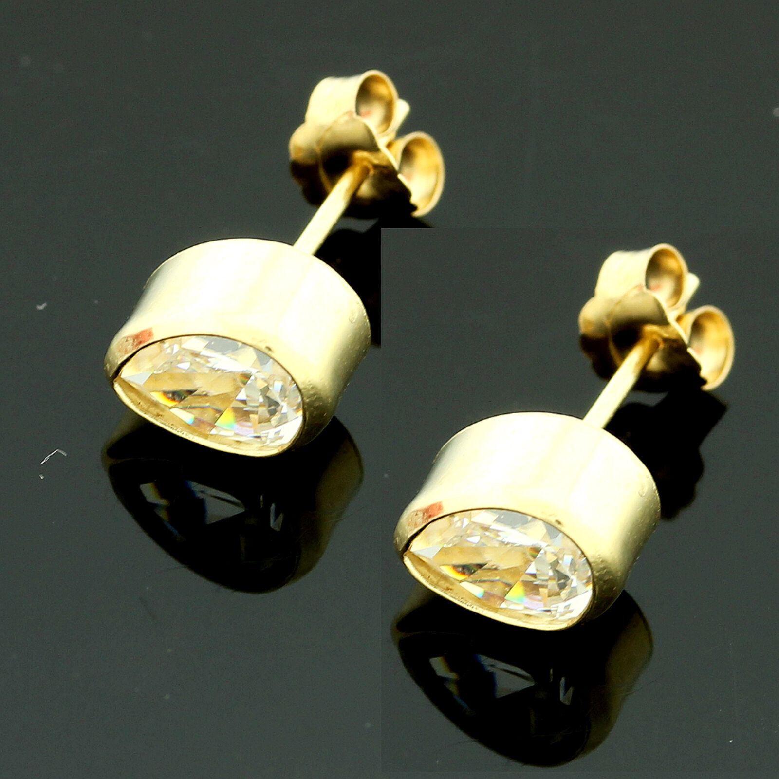 9ct Yellow gold  Pear  Shaped  Rub Over Cubic  Zirconia Stud Earrings GIFTBOXED