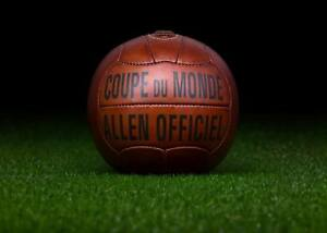 The-official-ball-of-the-1938-FIFA-World-Cup-in-France-ALLEN