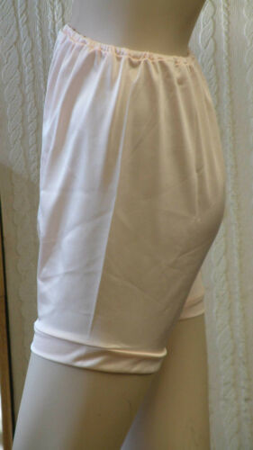 WR 9372 IN PEACH AND WHITE WALKER REID DIRECTOIRE PLAIN SMOOTH PANTEE