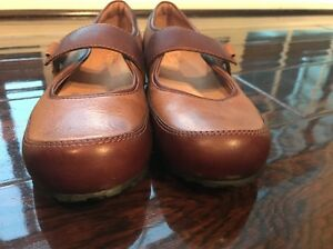 CLARKS ARTISAN SLIP ON MARY JANE SHOES WOMEN'S SIZE 7.5 BROWN LEATHER