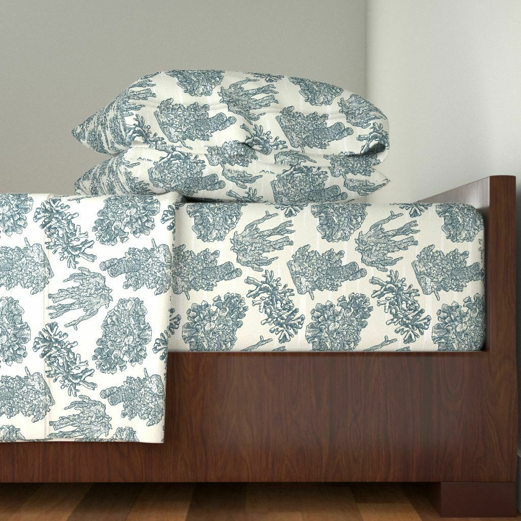 Nautical Coral Sea Coastal Navy blu 100% Cotton Sateen Sheet Set by Roostery