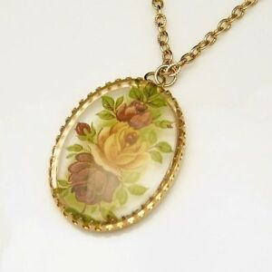 Vintage-Large-Reverse-Lucite-Pendant-Necklace-Oval-Red-Roses-Long-Chain