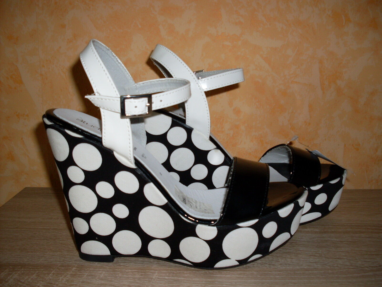 Damenschuh Studio W 14 cm Keil Sandalette NEU Gr. 41 schwarz / weiss Rockabilly