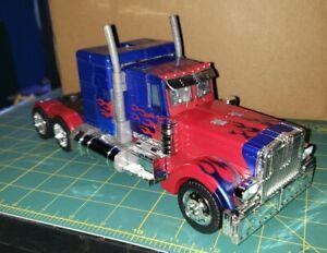 Transformers-2007-movie-leader-class-Optimus-Prime-amazon-exclusive-chrome