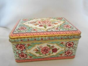 Collectible-Vintage-MADE-IN-HOLLAND-Floral-Chintz-Tin-Tinware-Hinged-Box