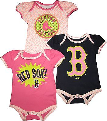 OuterStuff Boston Celtics 3 Piece Girls Creeper Bodysuit Set