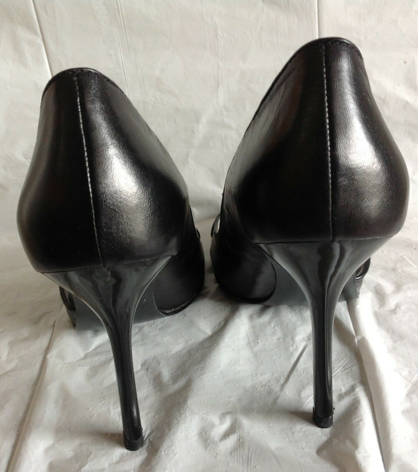 NWOB, Guess heels, slip on, on, on, black man made leather, size 6M 4d243b