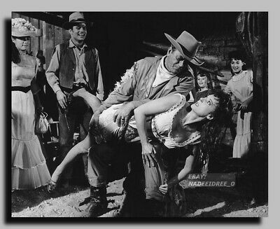 JOHN WAYNE MAUREEN O/'HARA YVONNE DeCARLO McLINTOCK 8X10 PUBLICITY PHOTO ZY-070