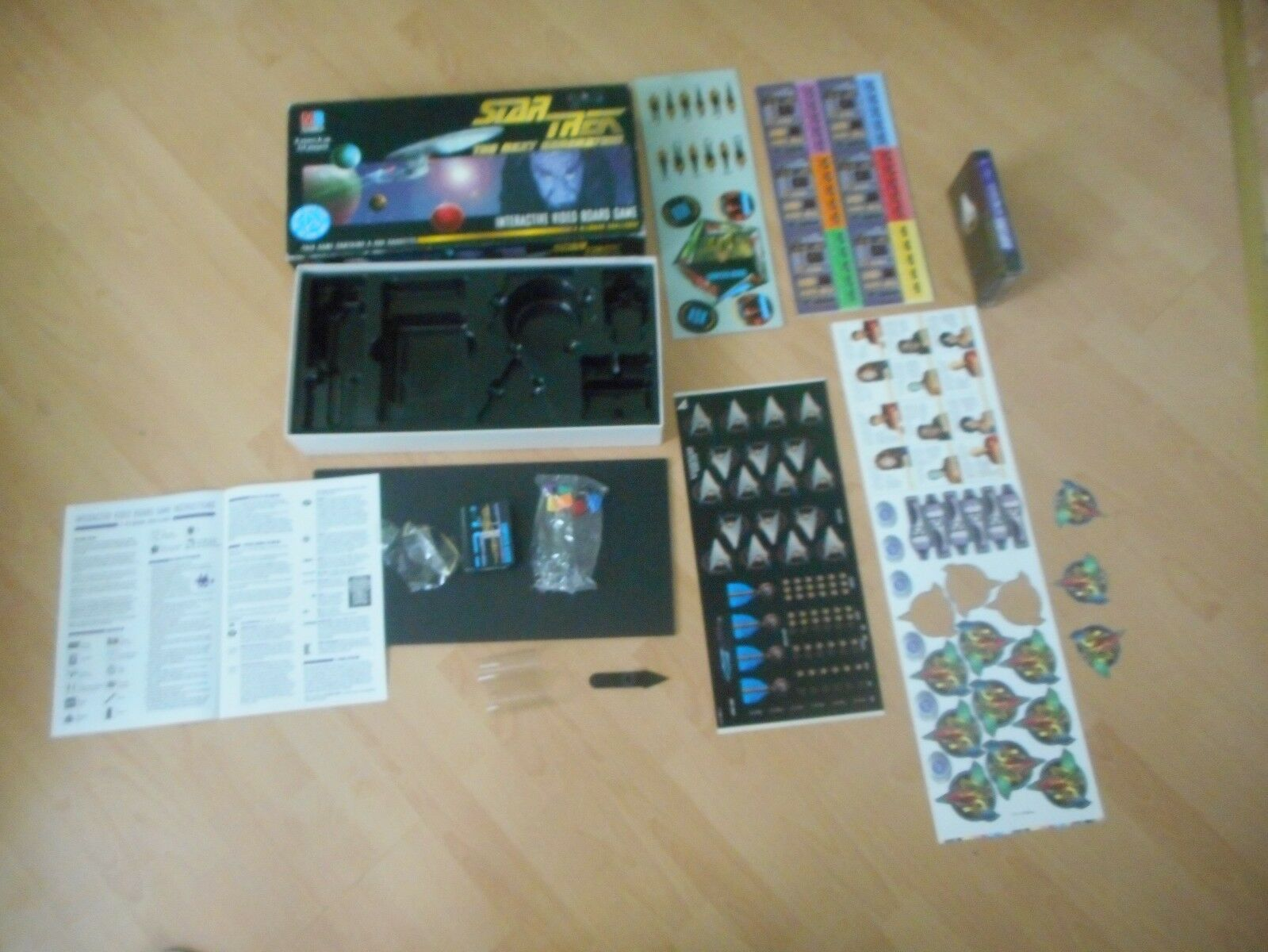 Star Trek Next Generation Interactive Video Board Game Nuovo Sealed Interior Parts