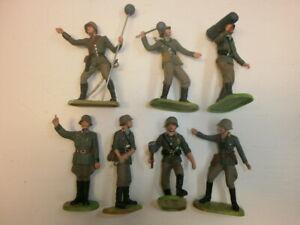 Konvolut-7-alte-Elastolin-Kunststoff-Soldaten-Wehrmacht-Artilleristen-zu-7-5cm
