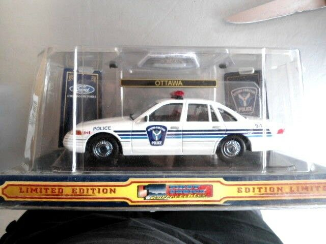 Ottawa Carleton police with patch Condition  new in box scale  1 24