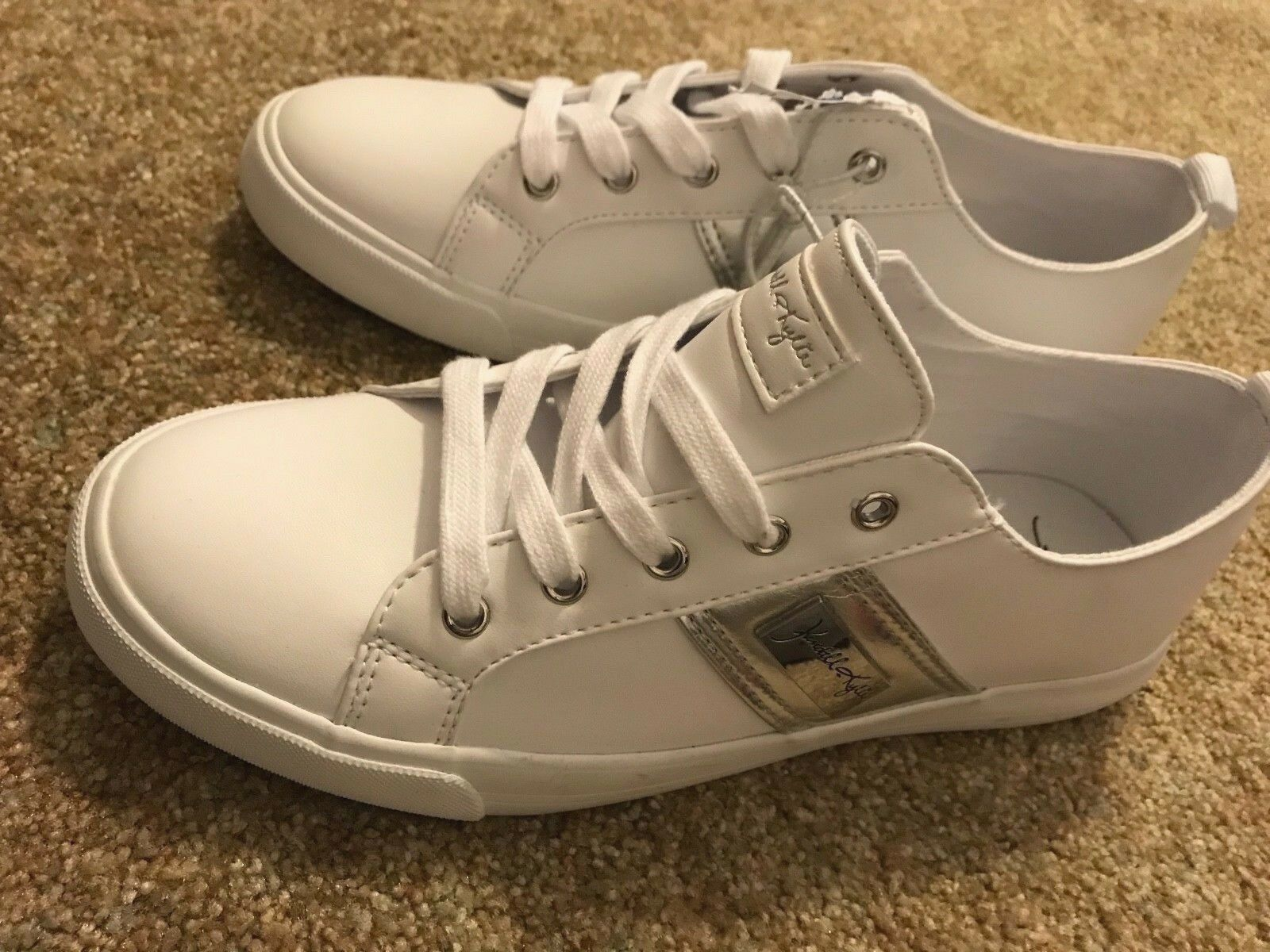 KENDALL + KYLIE BRANDY white SNEAKER Leather Silver Logo  NEW Christmas GIFT
