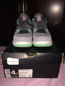 7bd61aaf4fb77a Nike Air Jordan 4 Retro Green Glow (GS) Size 4Y 408452-033 VNDS