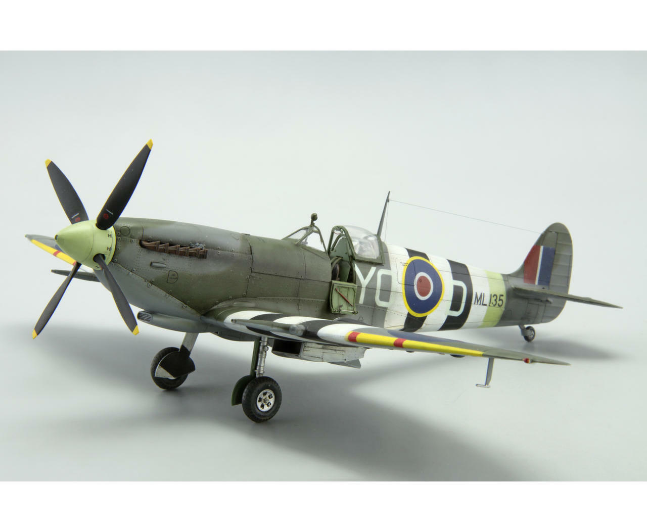 Personalizzato modellololo Pro Costruito Spitfire 1 48 (pre-ordine)