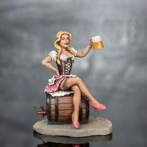 Toy-Soldiers-Woman-with-beer-Oktoberfest-54mm-Metal-Girl-Painted-Tin-Female