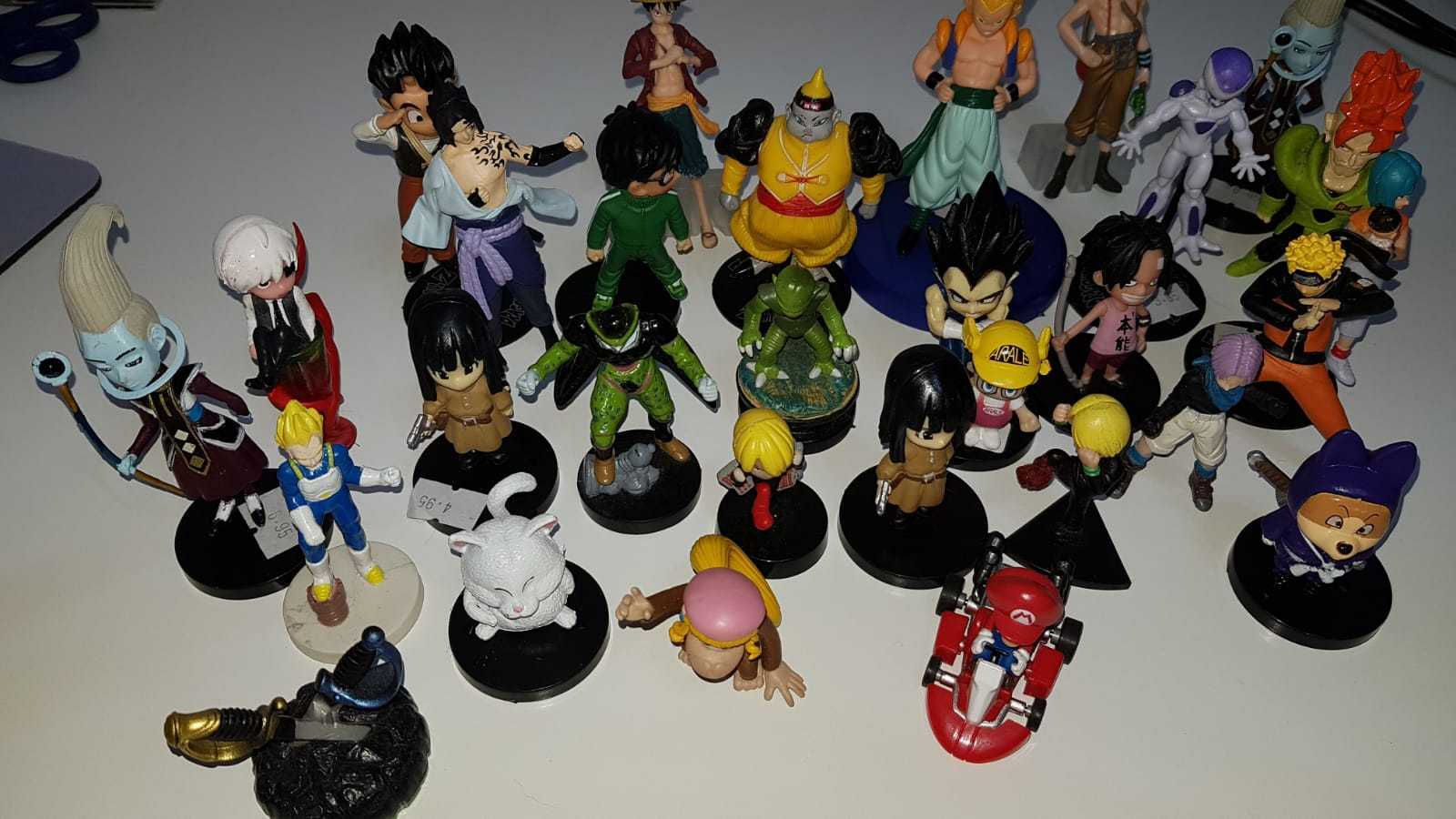 LOTE DE UNAS 30 FIGURITAS DRAGON BALL + ONE PIECE + TOKIO GHOUL + NARUTO + MARIO