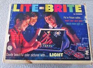 VINTAGE-1967-HASBRO-LITE-BRITE-W-ORIGINAL-BOX-AND-COLORED-PEGS-PREOWNED-4696