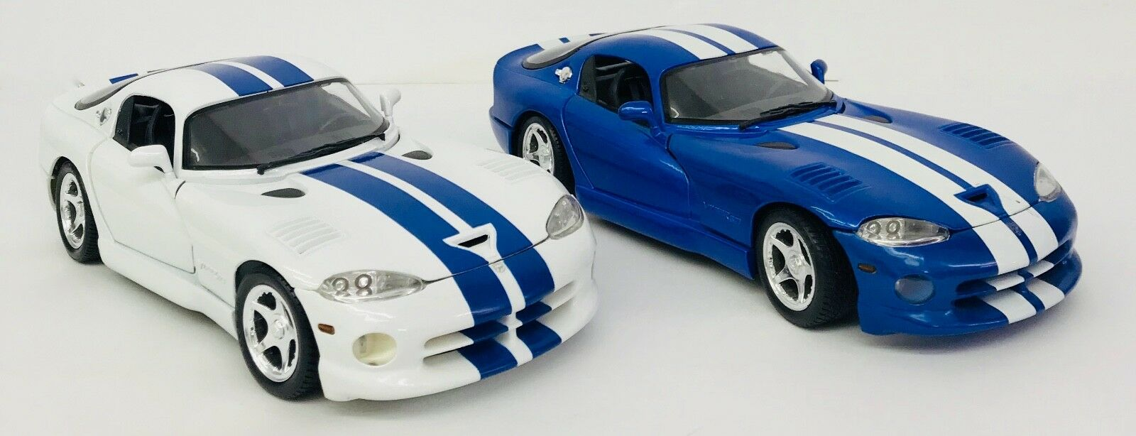 Maisto Special Special Special Edition 1996 Dodge Viper GTS Set Of 2 Scale 1 18  bluee & White becd25