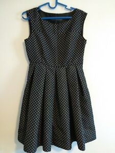 Zara-Basic-schwarz-weiss-Polka-Dots-Punkte-Kleid-Groesse-Small-Fit-Flare-Skater-gefuettert